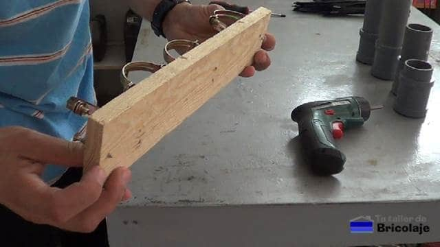 punta de tornillos para marcar en la pared el lugar donde colocarlo