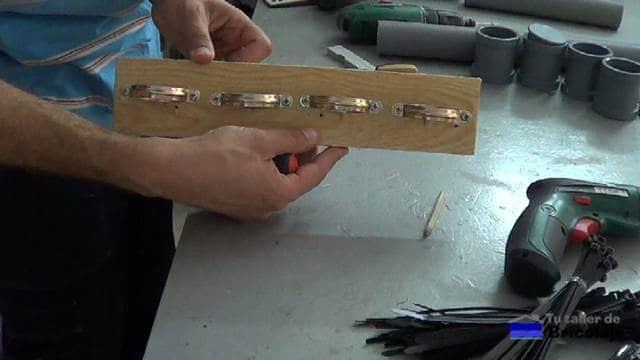 después de colocar las abrazaderas a la madera
