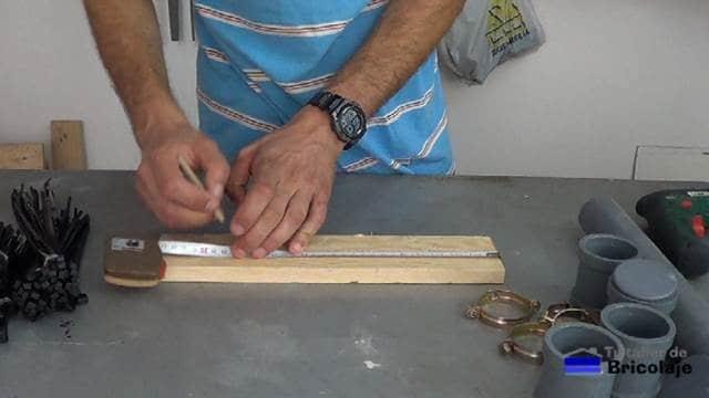 marcando para colocar los tubos de pvc