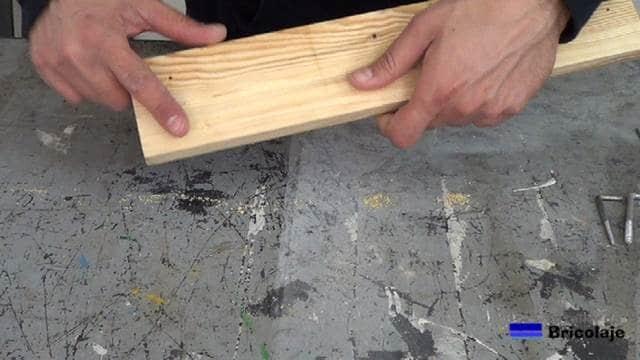 resultado de la madera después de aplicar masilla para tapar agujeros