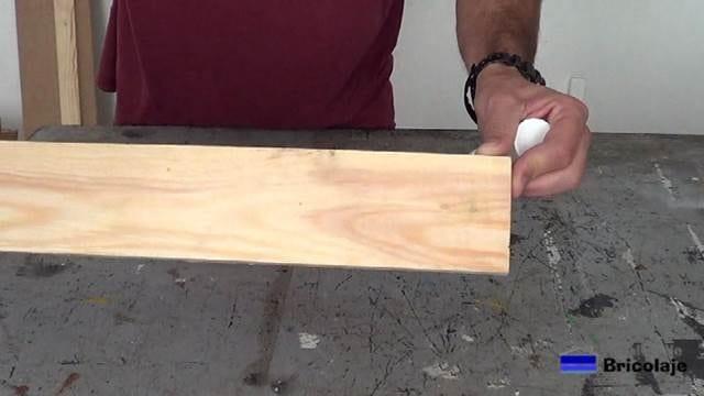agujeros tapados en la madera de palets