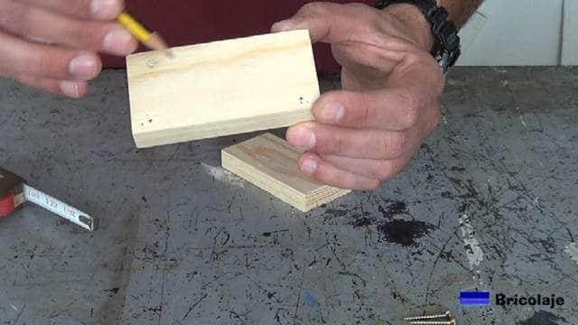 marcas realizadas para colocar los tornillos para unir la plantilla