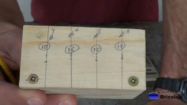 marcas donde colocar los casquillos en función del grosor de la madera a unir y el tubillón, espigas o tarugo a colocar