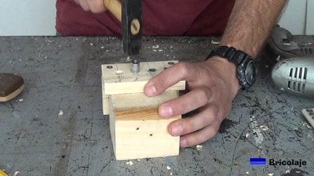 insertando los casquillos en los agujeros