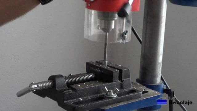 preparando los casquillos al diámetro correcto para colocar los tarugos, espigas o tubillones