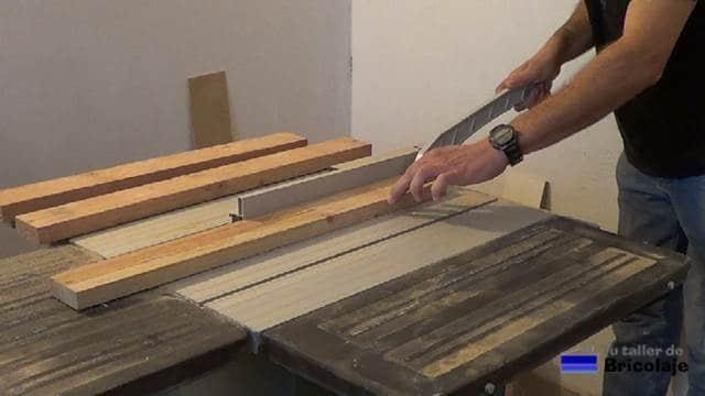 cortando los listones de madera