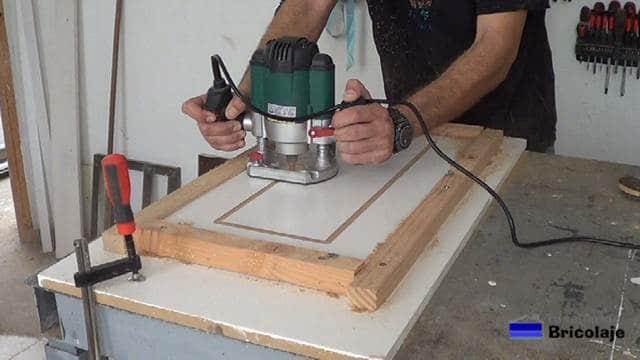 realizando el primer dibujo sobre la madera en mdf