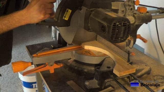 cortando la plantilla de arco de medio punto