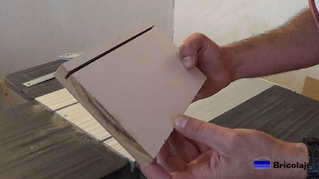 ranura realizar a la madera para colocar el cartón piedra como fondo de los cajones