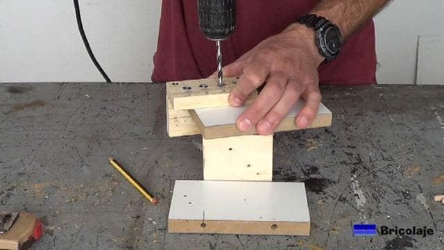 perforando para colocar los tubillones, espigas o tarugos