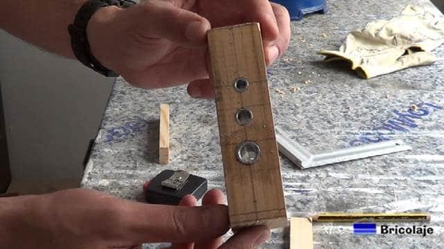 base de la guía para tarugos o espigas de 6, 8 y 10