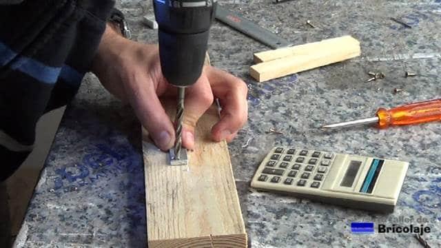 avellanando el agujero en la pletina de aluminio