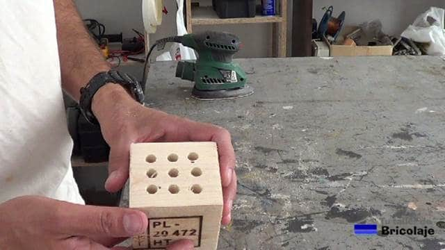 lapicero o portalápices depués de abrir los agujeros y lijar el mismo