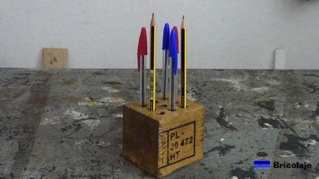 sencillo, bonito y práctio portalápices o lapicero de madera de palets