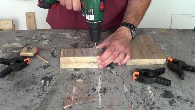 perforando el lugar donde colocar los cancamos abiertos