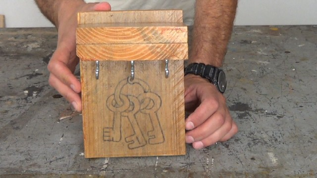 cómo hacer un porta llaves con madera de palets
