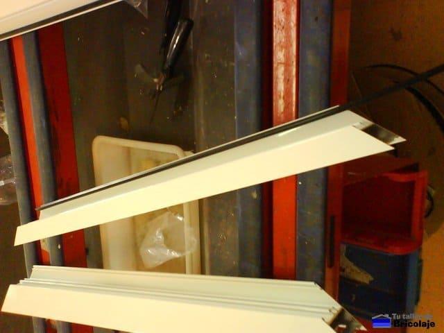 C mo se hace una puerta de aluminio para un altillo - Como hacer un altillo de madera ...