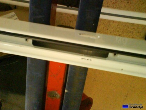 hueco donde se alojara la cerradura de la puerta de aluminio
