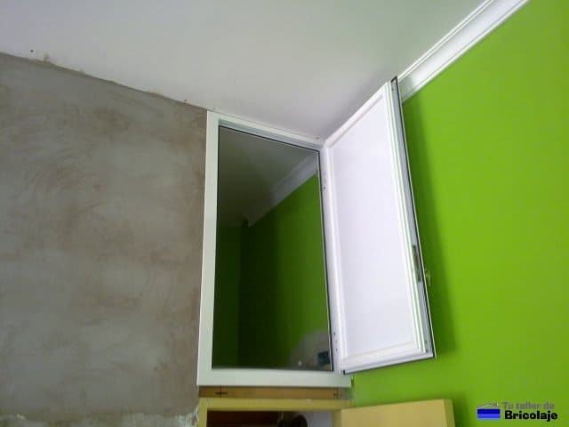 C mo se hace una puerta de aluminio para un altillo - Cierres para puertas de aluminio ...