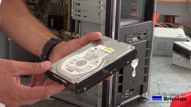 extrayendo el disco duro