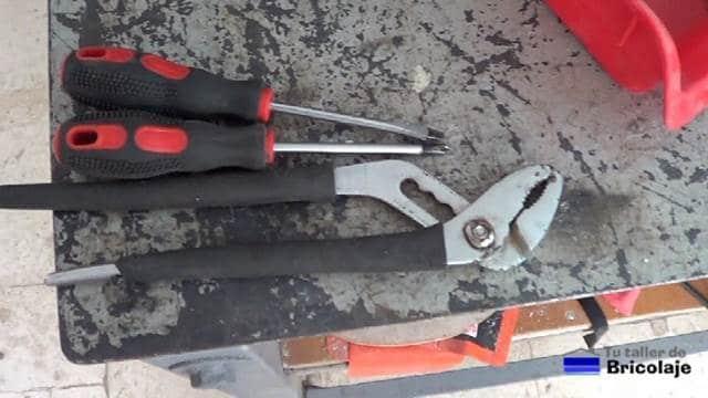 herramientas necesarias para obtener las piezas del viejo pc