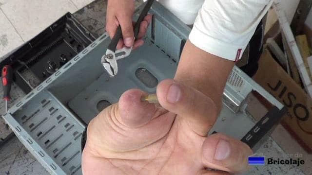separadores metálicos para sujetar la placa base o madre