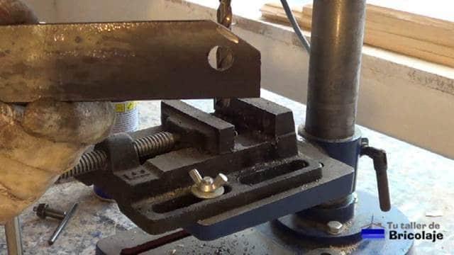 agujeros para sujetar la pletina a la mesa