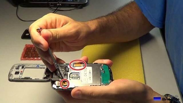conectores de la placa principal a retirar para poder acceder a la pantalla estropeada