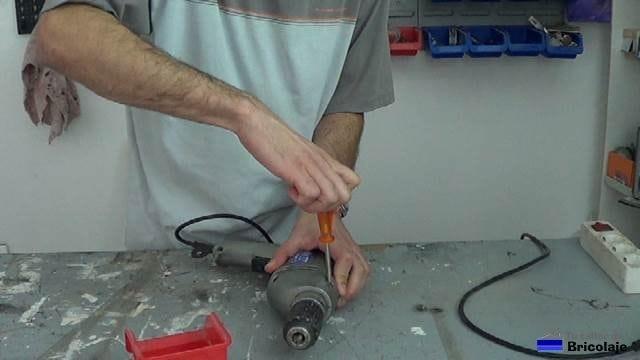 cerrando el taladro después de reparar