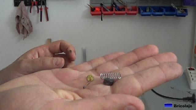 carboncillo o escobilla rota y que no permitía funcionar al taladro