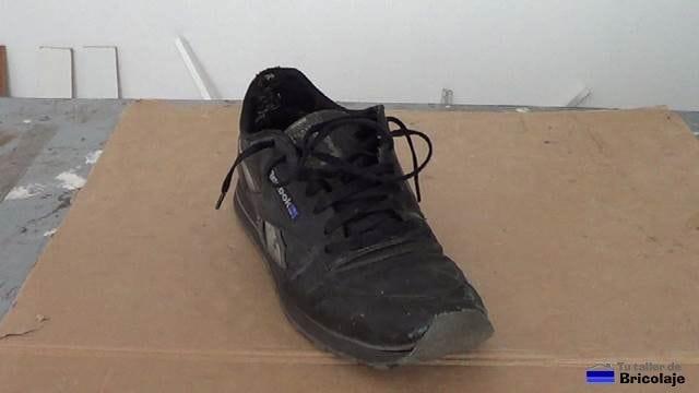 cómo reparar la puntera de unas zapatillas