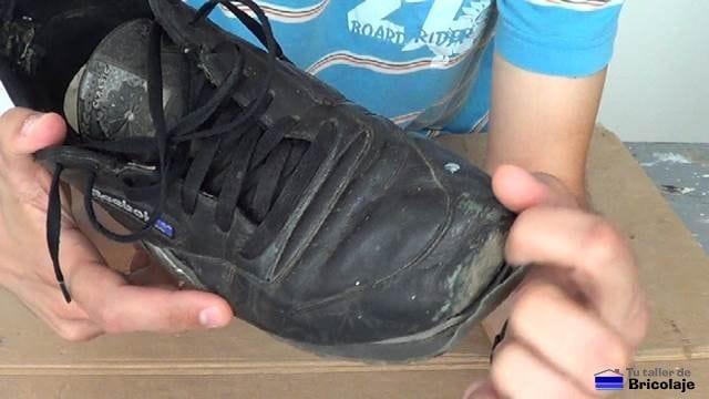 puntera de zapatillas deportivas despegada