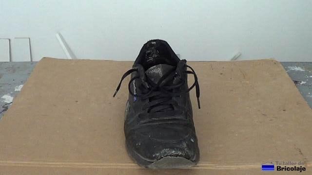 puntera de zapatilla deportiva despegada