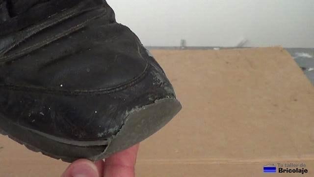 cómo reparar la puntera de unas zapatillas deportivas