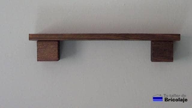 repisa o balda flotante con madera de palets