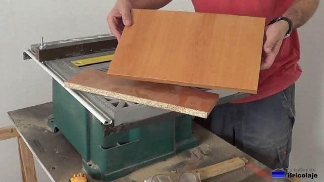 madera cortada para fabricar la repisa