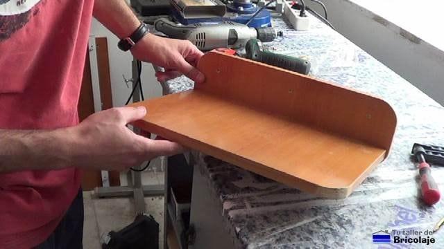 repisa en madera casi terminada