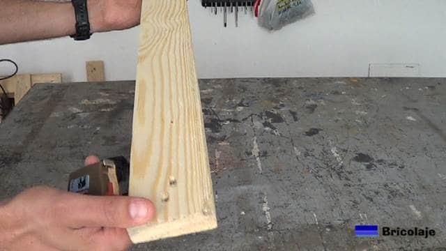 usaremos madera de palet para realizar el soporte para el smartphone