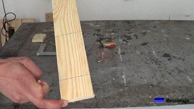 lugar donde realizar los cortes en la madera para obtener las piezas que formarán el soporte para el smartphone