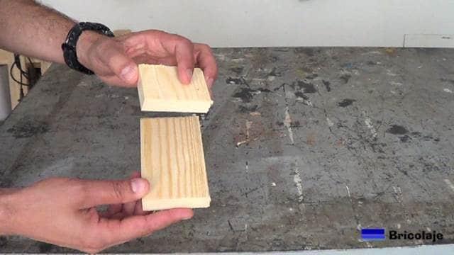 piezas de madera que formarán el smartphone