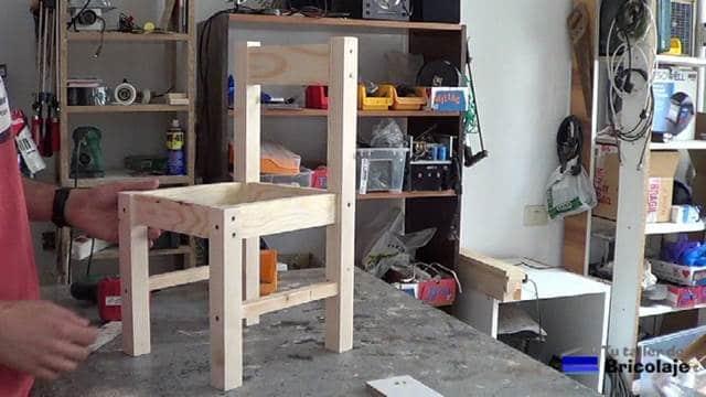 estructura de la silla de madera para niños con tornillos