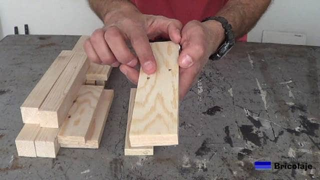 madera de palets con agujeros debido a las tachas o clavos