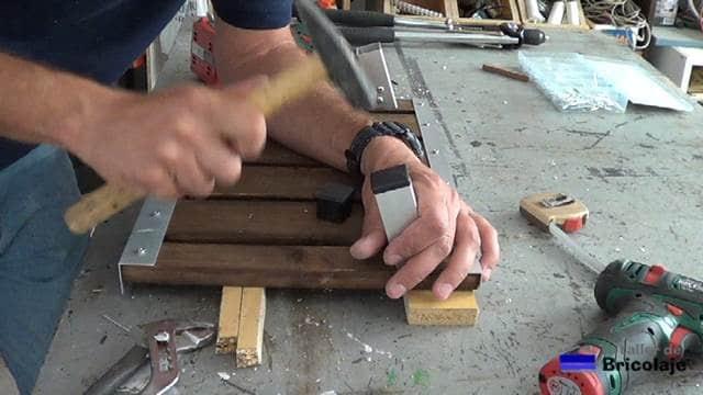 colocando los tapones a los cuadradillos