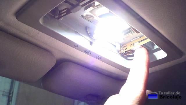 probamos antes de cerrar que enciende correctamente el bombillo led para interior de coche