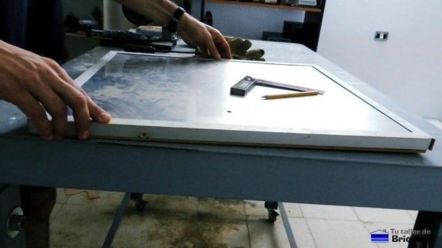 presentado los angulos de aluminio sobre la futura tapa de registro