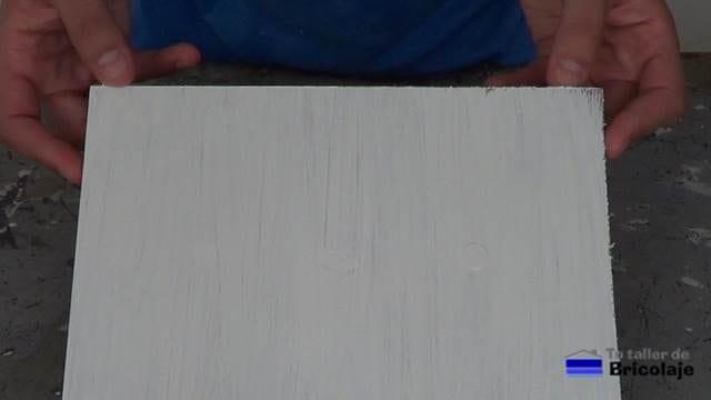 después de pintar para observar cómo queda las tres formas para tapar agujeros en la madera