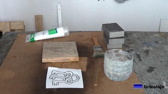material y herramientas necesarias para transferir una imagen a la madera