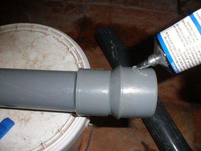 Instalaci n de tubo para salida de aguas residuales - Quitar oxido inodoro ...