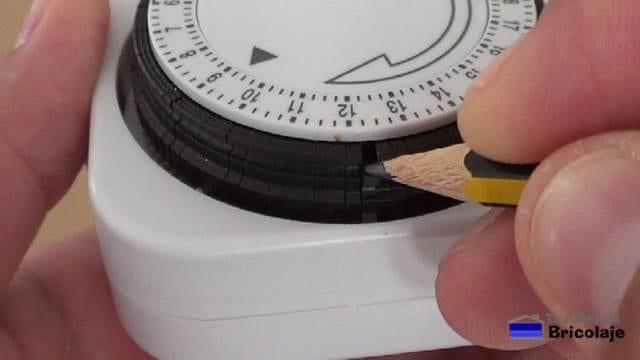 pequeñas pestañas para marcar el momento en que encenderse o apagarse