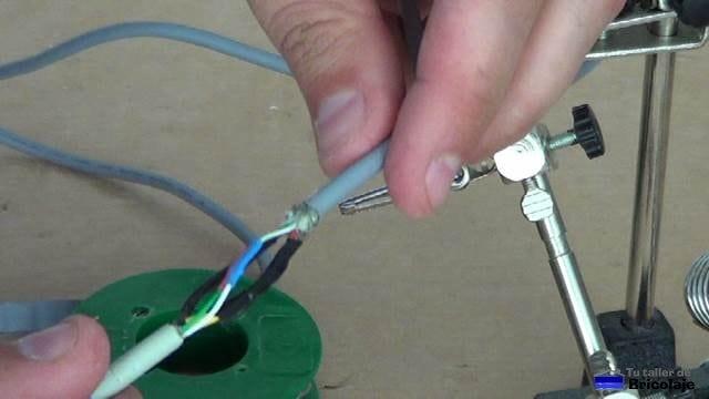 cables unidos mediante estaño y protegidos con termoretractil
